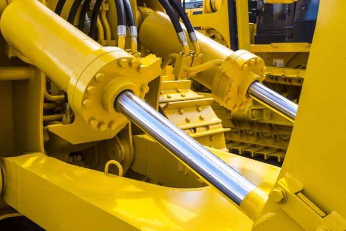 У важких машинах, таких як бульдозери, гідравлічні масла змушені поглинати великі навантаження
